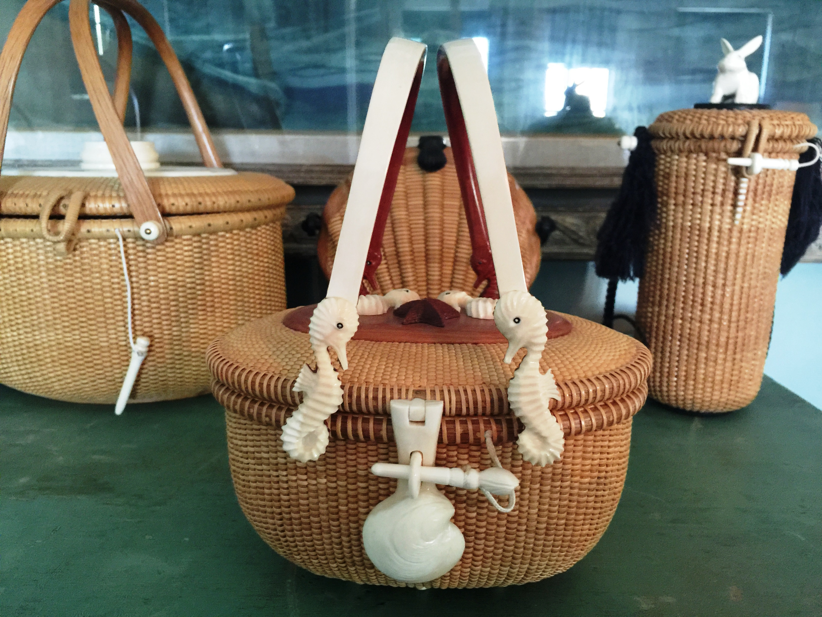 kane-bag-with-seahorse-straps