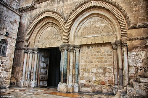 main%20entrance%20to%20church%20of%20the%20holy%20sepulchre