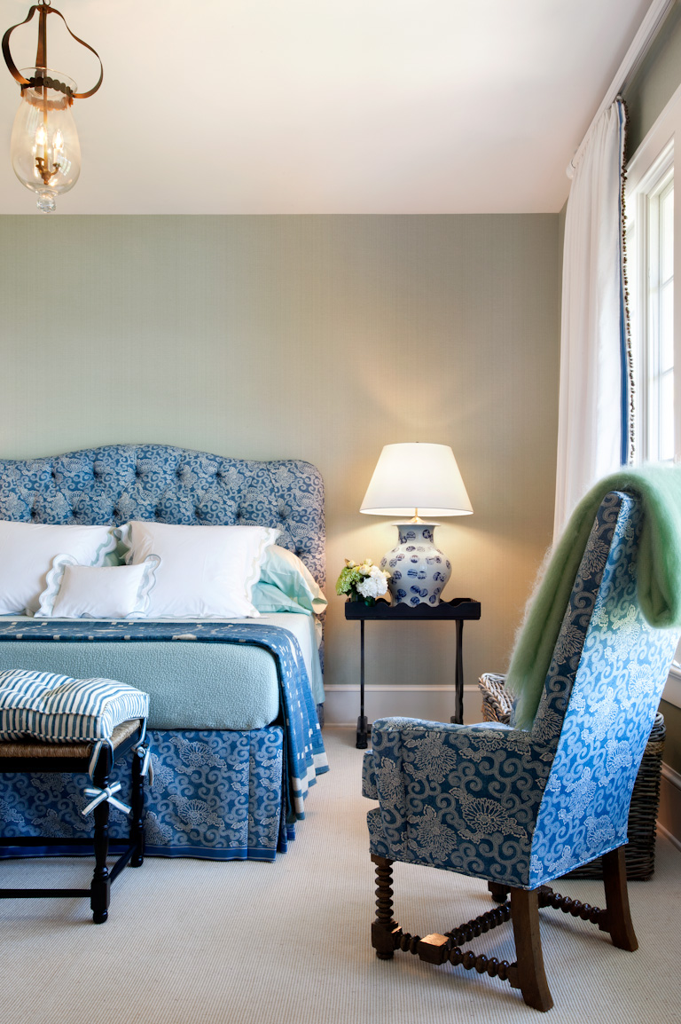 guest-room-blanket-and-flowers