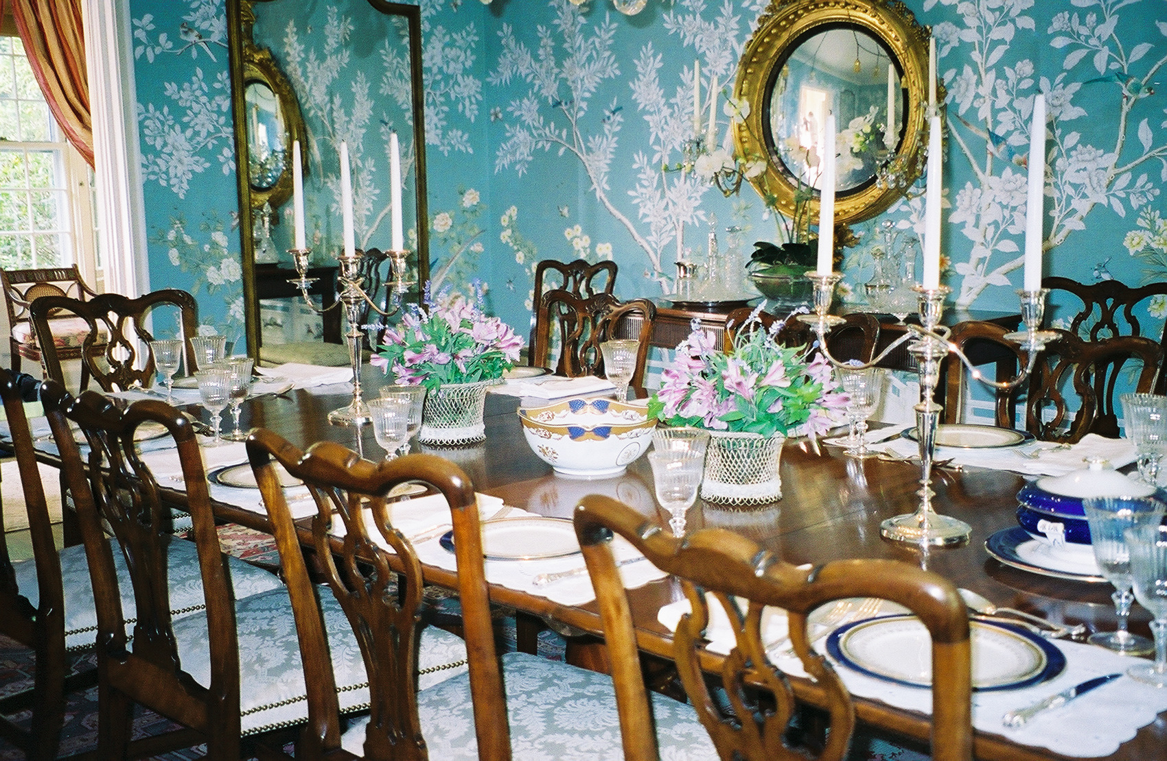 dressing-a-dining-table